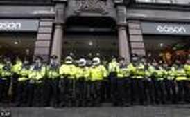 """La policía """"protege"""" librería en Dublín. Dentro Tony Blair"""