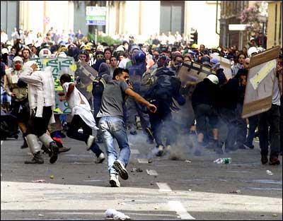 Represión policial en Génova en Julio de 2001