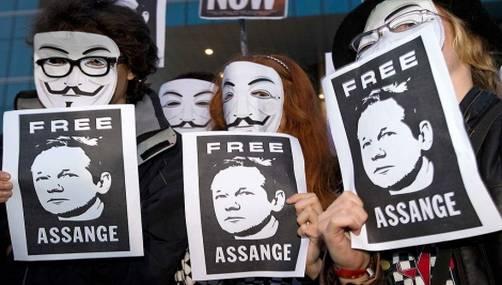 Manifestantes a favor de Assange