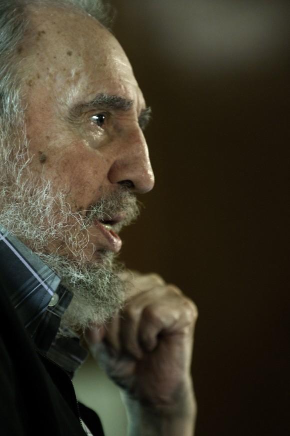 Fidel, durante su reunión con los intelectuales que participan en la Feria del Libro