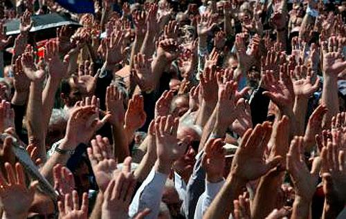 Decenas demiles de manifestantes protestan en Wisconsin
