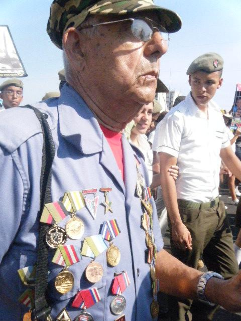 Desfile popular en La Habana, Cuba por los 50 años de Playa Girón