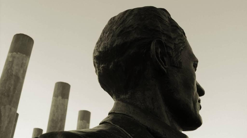 Detalle de escultura en la Plaza Mella en la Universidad de las Ciencias Informáticas de La Habana,Cuba