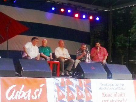 Panel con el coordinador de la red de solidaridad  con Cuba en Alemania, Harry Grunberg y el presidente de honor del Partido Die Linke, Hans Mudrow.