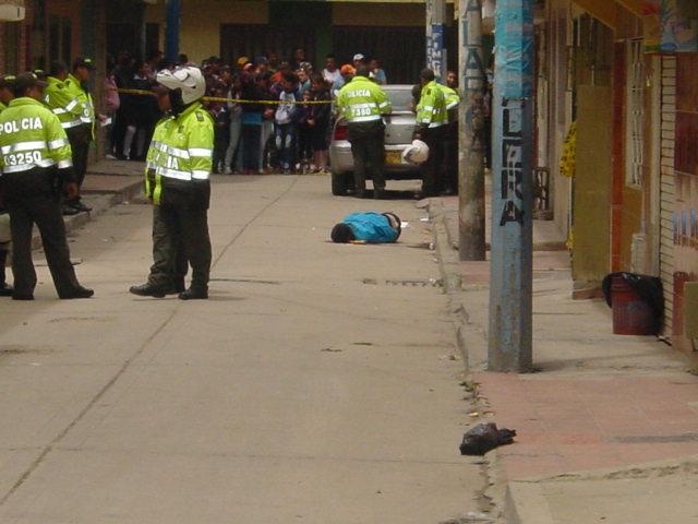 En el piso joven asesinado en el barrio Patio bonito, el más peligroso de Bogotá según la alcaldía y donde están los médicos cubanos llegados desde Venezuela.